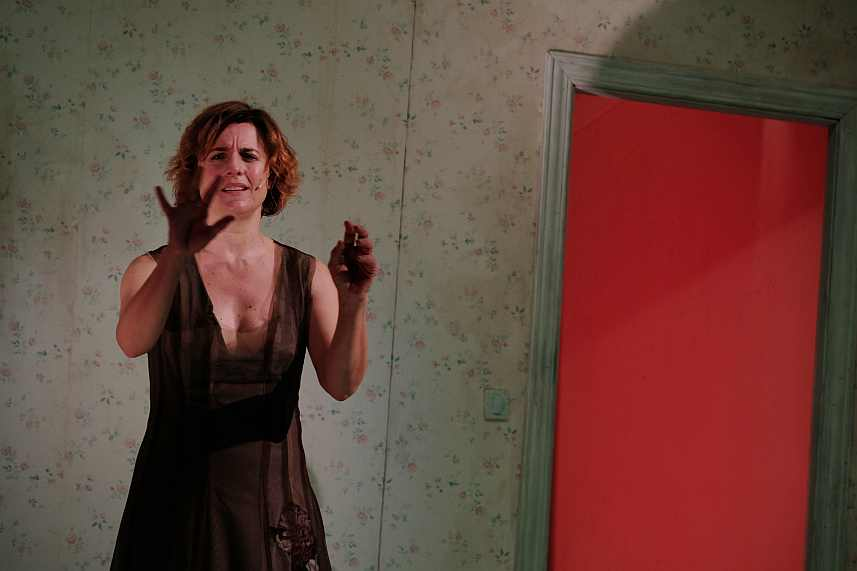 MICHELA CESCON A TORINO CON 'TALKING HEADS II' DI BENNETT