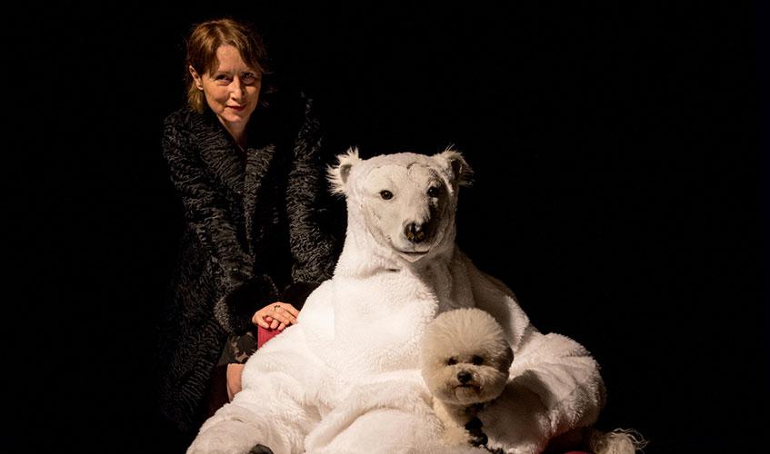 ROBERTA VA SULLA LUNA | How to explain theatre to a living dog